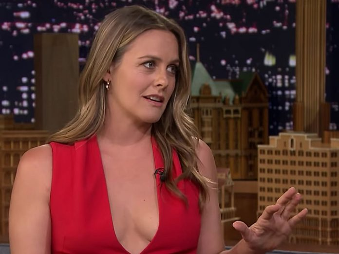 Alicia Silverstone Wiki, Bio, Age, Net Worth, and Other Facts