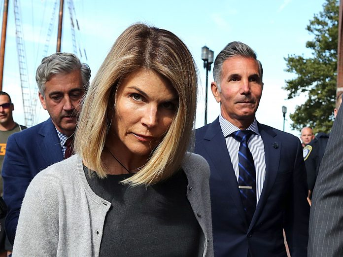 Lori Loughlin Wiki, Bio, Age, Net Worth, and Other Facts