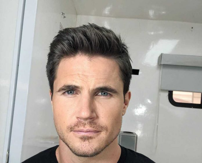 Robbie Amell Wiki, Bio, Age, Net Worth, and Other Facts