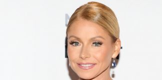 Kelly Ripa Wiki, Bio, Age, Net Worth, and Other Facts